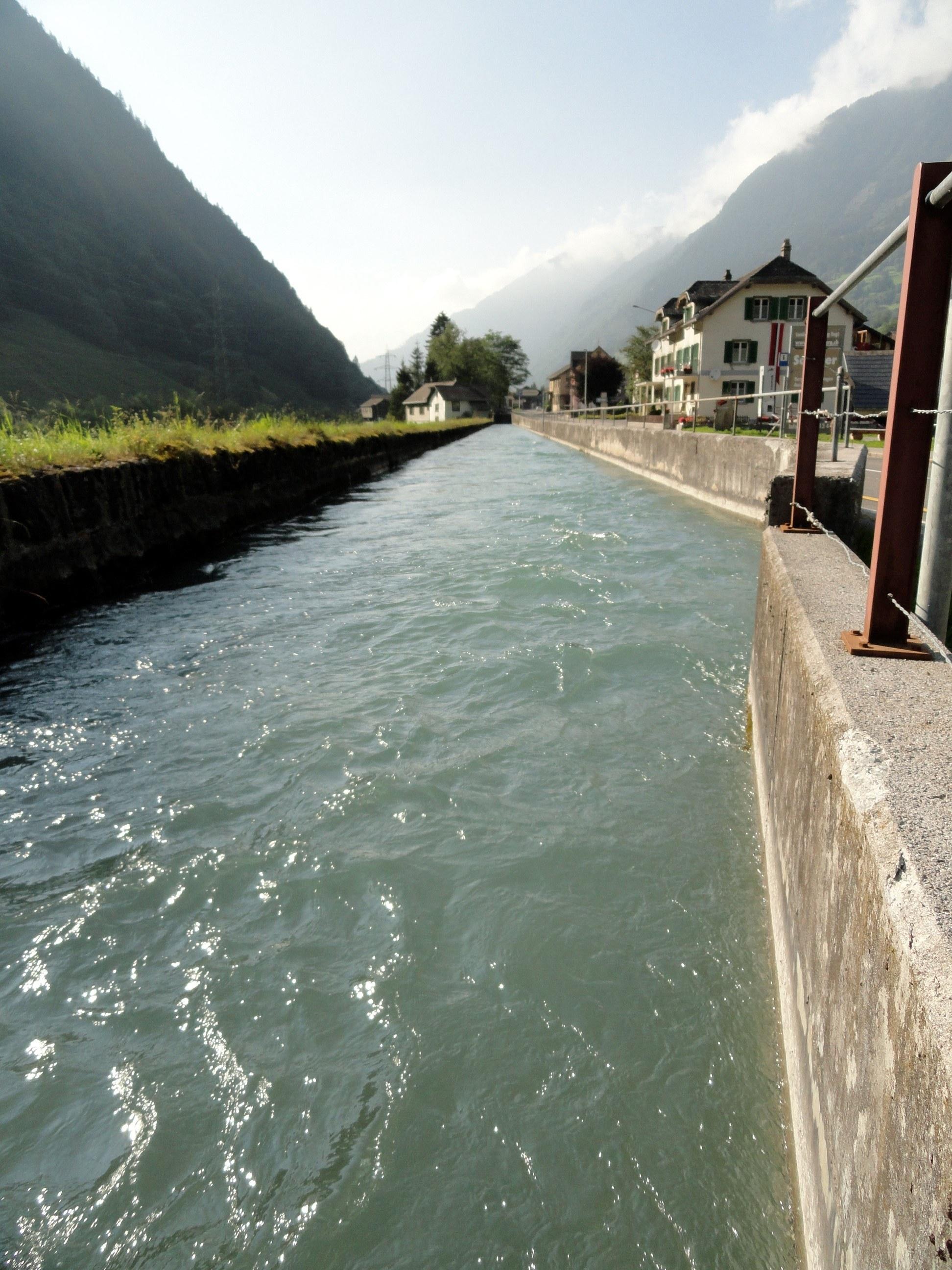 Schwimmen im Kanal